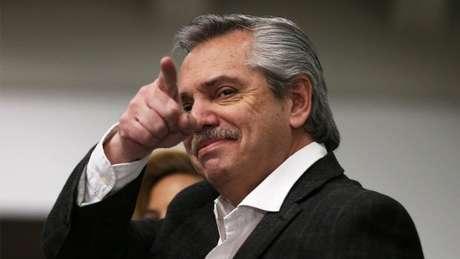Criticado por Bolsonaro, o peronista Alberto Fernandez está na dianteira da disputa presidencial da Argentina