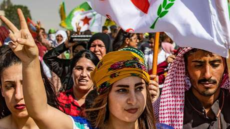 Curdos sírios protestam contra a Turquia na província de Hassakeh
