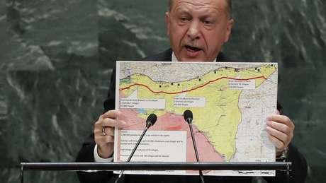 President turco Recep Tayyip Erdogan promete atacar as forças curdas, consideradas terroristas pelo país