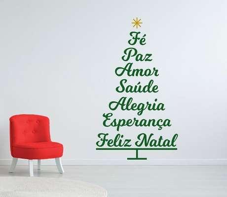 4. Adesivo para árvore de Natal feita com palavras. Fonte: Pinterest