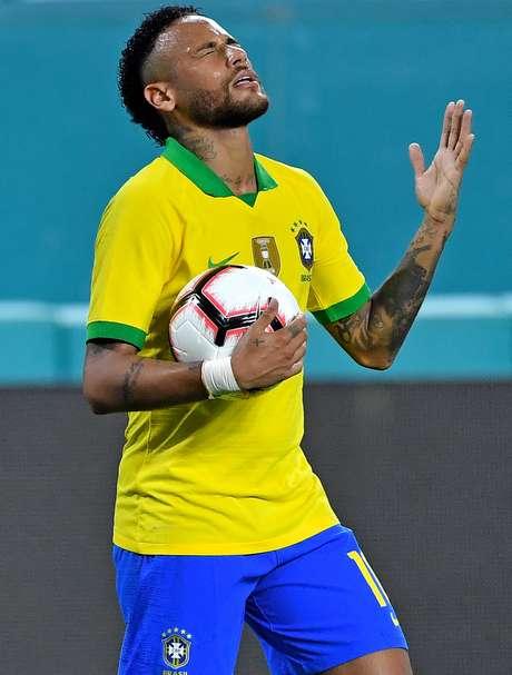 Neymar comemora gol contra a Colômbia, em amistoso no dia 06/09/2019