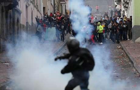 Manifestantes entram em confronto com forças de segurança em Quito 08/10/2019 REUTERS/Ivan Alvarado
