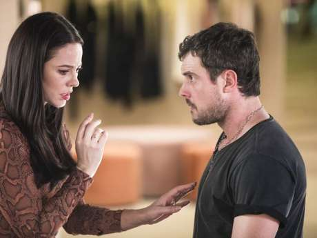 Na novela 'A Dona do Pedaço', Vivi (Paolla Oliveira) e Chiclete (Sergio Guizé) se encontram depois de descobrirem que são primos. 'Não é um parentesco tão próximo que seja capaz de impedir a gente de se amar', diz o matador de aluguel