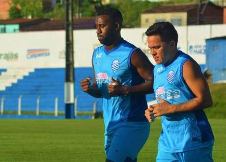 O provável CSA para enfrentar o Inter é: Jordi; Dawhan, Luciano Castán, Lucas Dias (Ronaldo Alves) e Carlinhos; Naldo, Jonatan Gómez, Apodi; Bruno Alves, Bustamante e Ricardo Bueno.