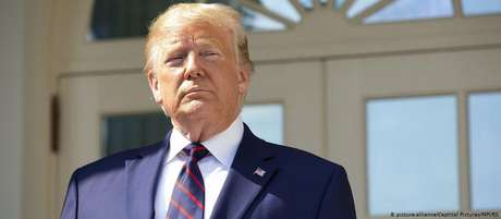 Em um telefonema, Trump pediu repetidamente para que o presidente da Ucrânia   tomasse providências para investigar o ex-vice-presidente americano Joe Biden e seu filho, Hunter.