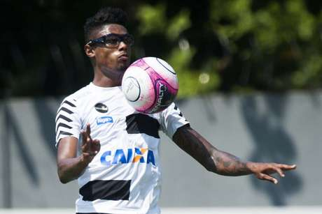 Atacante do Flamengo, Bruno Henrique teve grave lesão nos olhos ainda atuando no Santos(Foto: Ivan Storti/Santos)