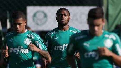 Luiz Adriano foi poupado contra o Atlético-MG e deve voltar a ser titular contra o Santos (Foto: Cesar Greco)