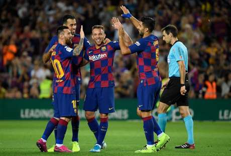 Barcelona teve início de temporada irregular (Foto: Lluis Gene / AFP)