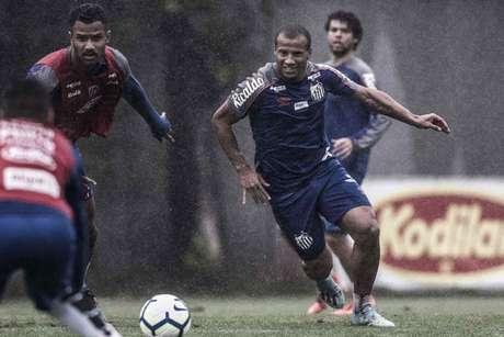 Sánchez treinou com o elenco santista nesta terça-feira, no CT Rei Pelé (Ivan Storti/Santos)