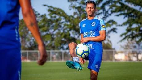 Henrique estava suspenso pelo terceiro amarelo e focou apenas na necessidade da Raposa voltar a vencer- (Vinnicius Silva/Cruzeiro)