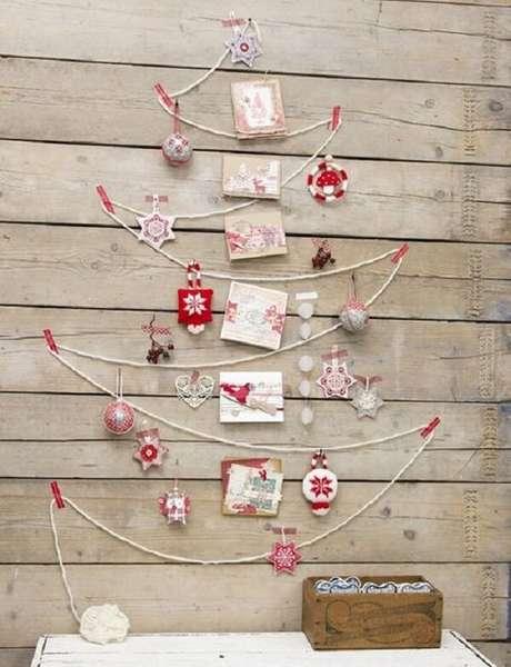 52. A árvore de Natal foi feita com linha de barbante. Fonte: Pinterest