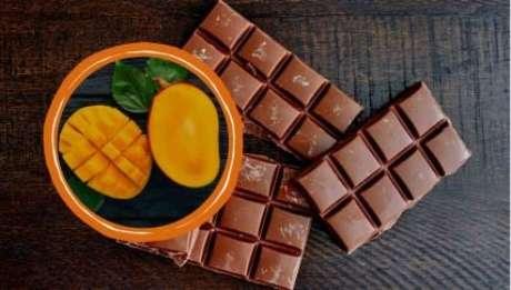 Manga pode substituir açúcar no chocolate - Montagem: YARUNIV Studio/Shutterstock e Kitch Bain/Shutterstock