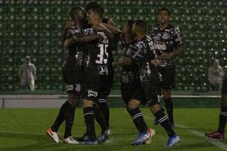 Contra a Chapecoense, Danilo Avelar decidiu no segundo tempo (Foto: Daniel Augusto Jr/Corinthians)