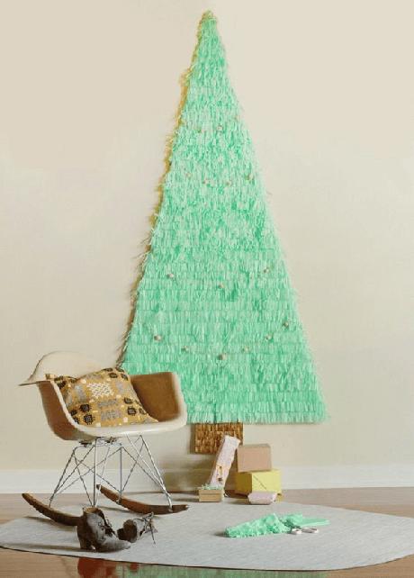 25. Árvore de Natal na parede feita com tecido. Fonte: Pinterest