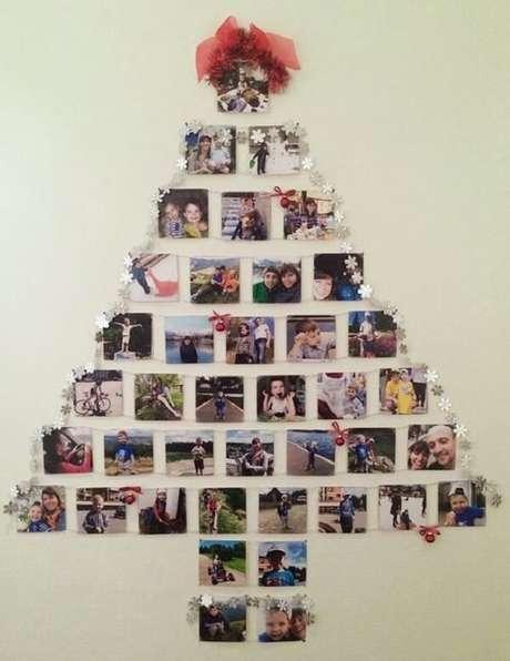 30. Árvore de Natal na parede feita com fotos. Fonte: Pinterest