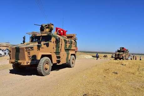 Blindados turcos na fronteira com a Síria