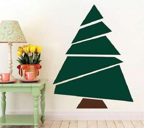69. Árvore de Natal na parede feita com adesivo. Fonte: Etsy