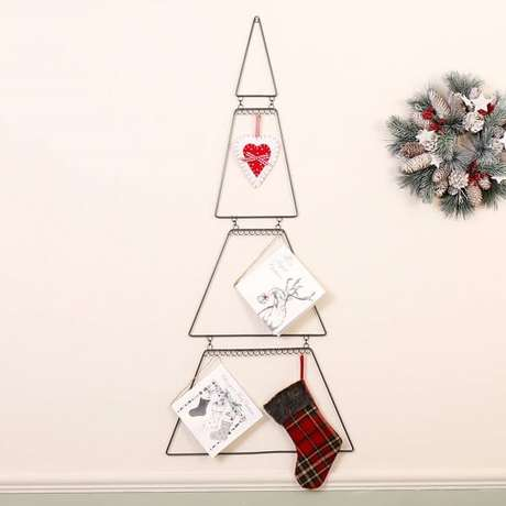 78. Árvore de Natal feita com estrutura metálica. Fonte: Pinterest