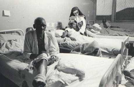 A partir dos anos 1930, a freira passou a recolher doentes pelas ruas de Salvador