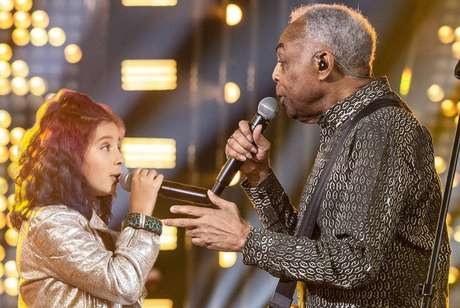 Gilberto Gil canta ao lado da neta, Flor Gil, no 'SóTocaTop' de Dia das Crianças.