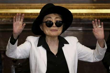 Yoko Ono, em cerimônia no México, em 2016