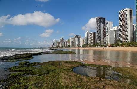 Manchas de petróleo na praia de Boa Viagem, Recife (27/09/2019)