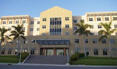 Vista externa da sede do governo das Ilhas Cayman. 19/12/2012. REUTERS/Shurna Robbins