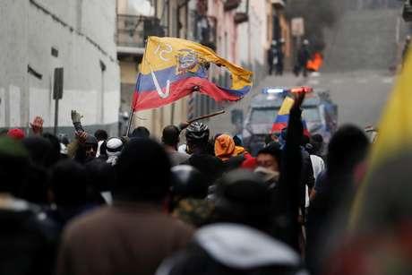 Manifestantes entram em confronto com forças de segurança durante protestos em Quito 09/10/2019 REUTERS/Carlos Garcia Rawlins