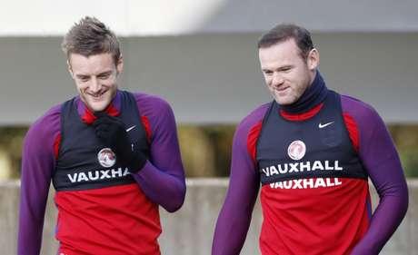 Jamie Vardy e Wayne Rooney durante treino da seleção da Inglaterra  10/11/2016 Action Images via Reuters / Carl Recine
