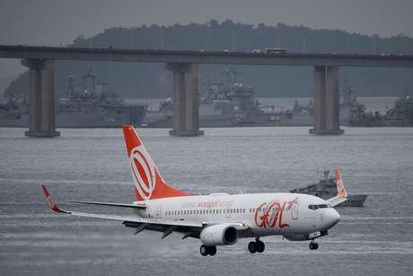Jato Boeing 737-700 da GOL se prepara para aterrisar no aeroporto Santos Dumont, no Rio de Janeiro. 21/3/2019. REUTERS/Sergio Moraes