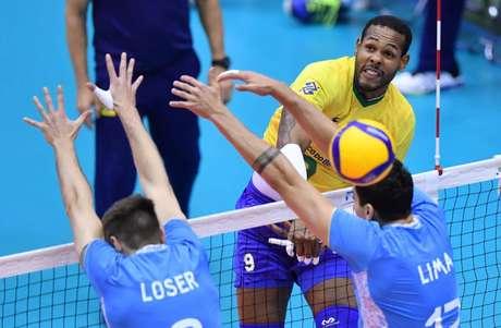 Leal foi um dos que mais pontuou na partida (Foto: Divulgação/FIVB)