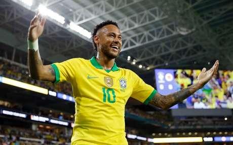 Neymar tem 61 gols pelo Brasil (Foto: MICHAEL REAVES/AFP)
