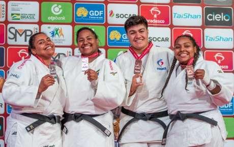 Brasil comemora bons resultados na categoria feminina acima de 78kg. Beatriz Souza é ouro (Foto: Rafal Burza / CBJ)
