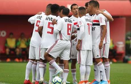 São Paulo não tomou conhecimento do Grêmio, em Cotia (Foto: Rubens Chiri/São Paulo)