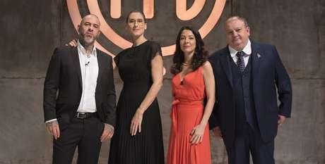 Os jurados Henrique Fogaça, Paola Carosella, a apresentadora Ana Paula Padrão e o também jurado Erick Jacquin