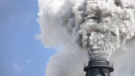 'Nos concentramos nas empresas de combustíveis fósseis que, em nossa opinião, produziram e venderam esses combustíveis a bilhões de consumidores com o conhecimento de que seu uso conforme previsto vai piorar a crise climática', diz Heede.