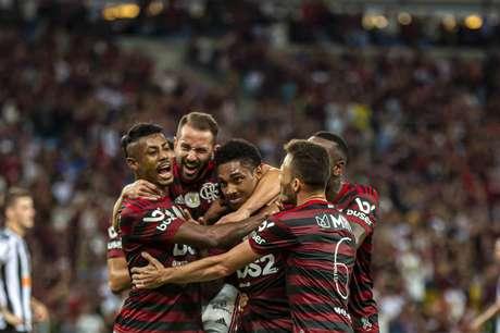 Flamengo lidera o Campeonato Brasileiro com 55 pontos (Foto: Marcelo Cortes/CRF)