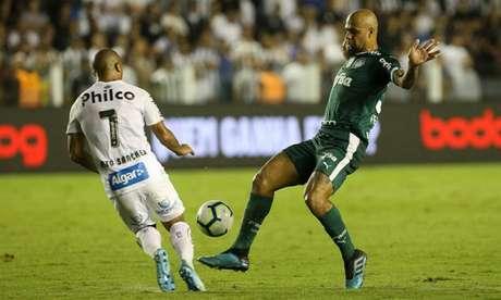 Felipe Melo durante a derrota do Palmeiras para o Santos, na Vila Belmiro (Foto: Cesar Greco)