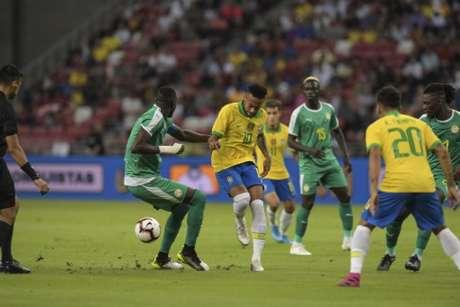 Neymar teve atuação apagada contra Senegal (Foto: Roslan Rahman/AFP)