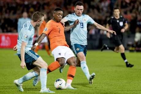 Holanda bateu a Irlanda do Norte nesta quinta-feira por 3 a 1 (Foto: KOEN VAN WEEL/ANP/AFP)