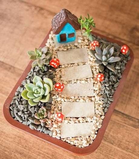 62. Mini jardim de suculentas para presentear amigos e familiares. Fonte: Jardim de Barro