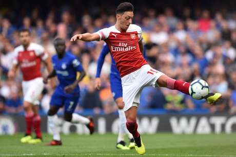 Özil não vive boa fase no Arsenal (Foto: Glun Kirk / AFP)