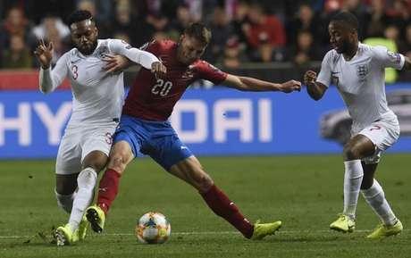Inglaterra saiu derrotada de Praga (Foto: AFP)