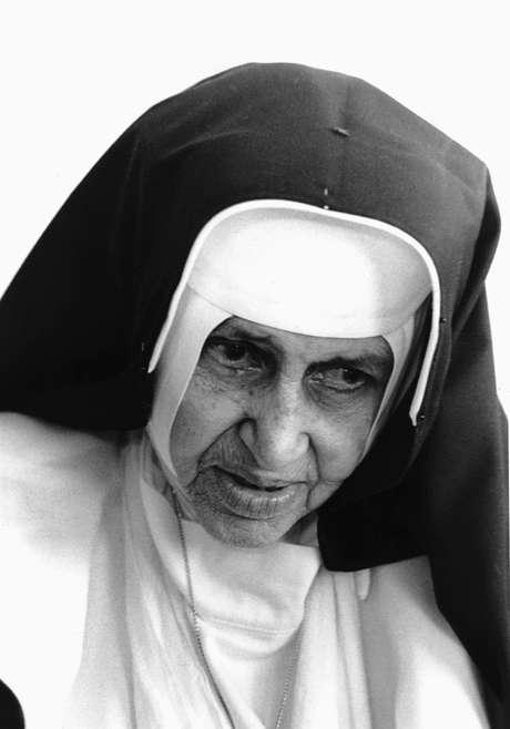 """Irmã Dulce, ou Maria Rita de Sousa Lopes Pontes, também conhecida como """"O Anjo Bom da Bahia"""", foi uma religiosa católica brasileira."""