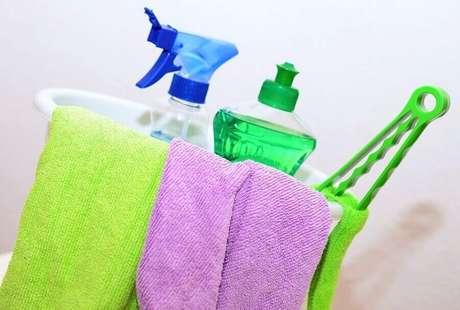 7. Invista em um kit de limpeza para banheiro – Foto: Pixabay