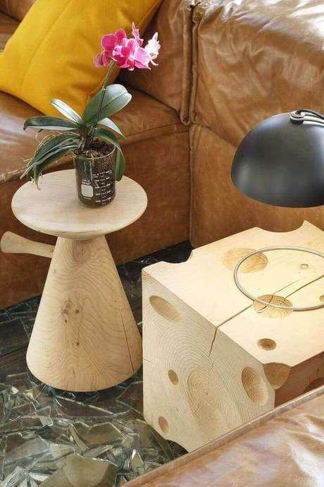 14. Você pode associar diferentes modelos de mesa de canto para sala no seu ambiente. Projeto de Gisele Taranto