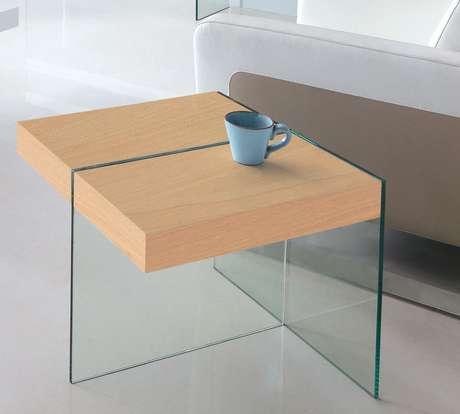12. Formatos modernos são interessantes na mesa de canto para sala. Projeto de Fratini Fratini