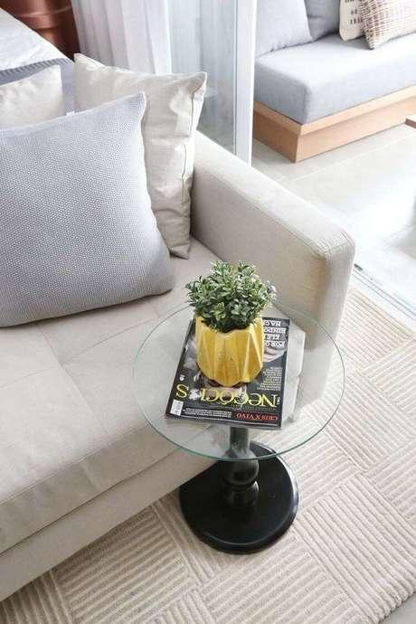 1. A mesa de canto para sala é um móvel importante. Projeto de Sesso & Dalanezi Arquitetura+Design