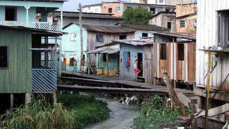Quase 42% dos lares com crianças de zero a seis anos têm pelo menos uma restrição nos serviços de saneamento: não contam com coleta de lixo, rede de esgoto ou abastecimento de água