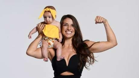 Mackenzie Dern ao lado da pequena Moa, de quatro meses